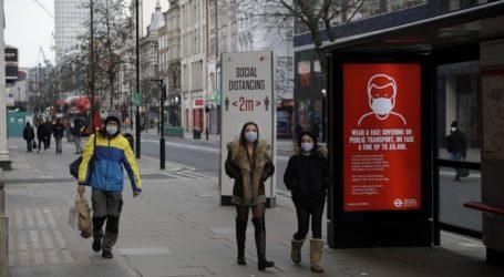 Έναν χρόνο μετά την επιβολή του πρώτου lockdown η Βρετανία αποτίνει φόρο τιμής στους νεκρούς της πανδημίας