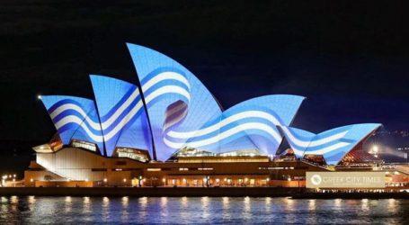 Η Όπερα φωταγωγήθηκε με τα χρώματα της ελληνικής σημαίας