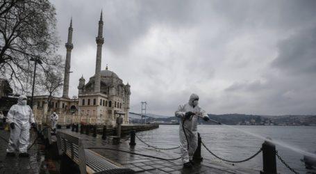 Πιο αυστηρά μέτρα για να ελεγχθεί η πανδημία ζητούν οι γιατροί της Τουρκίας