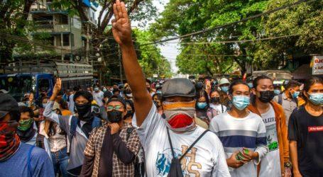 Δεκαέξι νεκροί διαδηλωτές από τις ένοπλες δυνάμεις
