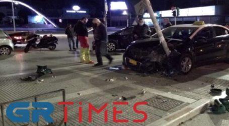Τροχαίο στην Αγγελάκη – Δύο αυτοκίνητα «καρφώθηκαν» σε διπλανές κολόνες