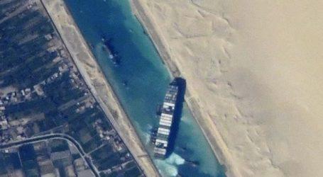 Ρώσος κοσμοναύτης δείχνει το πλοίο Ever Given στη διώρυγα του Σουέζ από το διάστημα