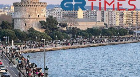Κοσμοσυρροή στη Νέα Παραλία Θεσσαλονίκης
