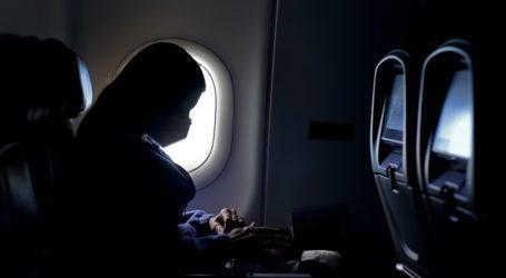 Υποχρεωτική η μάσκα στα αεροπλάνα για πολύ καιρό ακόμη