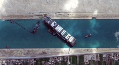 Έως και 369 πλοία παραμένουν εγκλωβισμένα στη Διώρυγα του Σουέζ