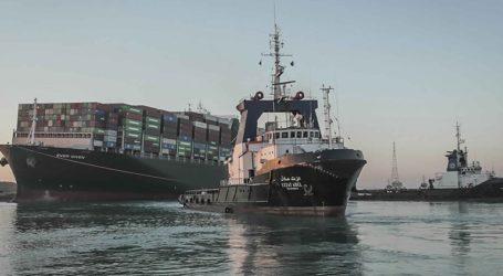 Αποκαθίσταται σταδιακά η ναυσιπλοΐα στο Σουέζ