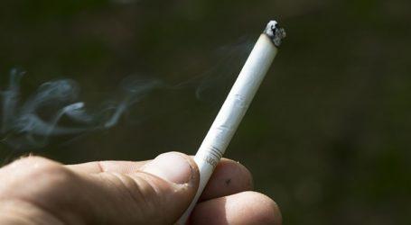 Η Βρετανία προειδοποιεί τις καπνοβιομηχανίες ότι θα πρέπει να πληρώσουν για τον καθαρισμό από τα αποτσίγαρα