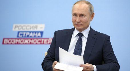 Πιθανή συνεργασία για τα εμβόλια συζήτησαν ο Μακρόν και η Μέρκελ με τον Πούτιν