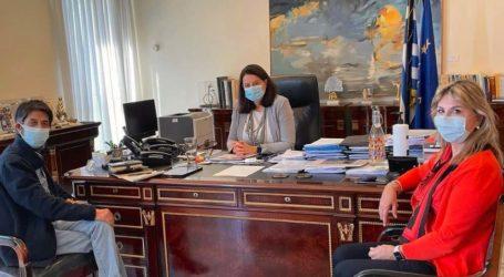 Η Ζέττα Μακρή σε συνάντηση με τον Σεισμολόγο Γ. Χουλιάρα