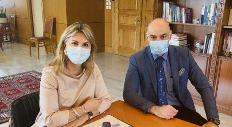 Η Ζέττα Μακρή με τον διευθυντή του Εθνικού Αστεροσκοπείου Αθηνών, Δρ. Σπύρο Βασιλάκο
