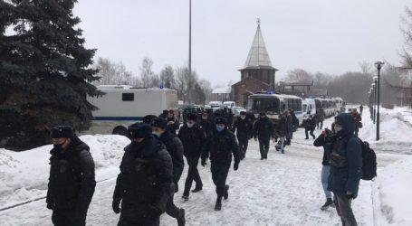Η αστυνομία διέκοψε ένα φόρουμ αντιπολιτευόμενων πολιτικών και συνέλαβε τους συμμετέχοντες