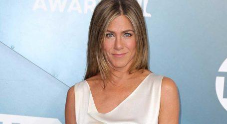 Jennifer Aniston: Αποκάλυψε τι συμβολίζει το τατουάζ που έχει στο χέρι της «11 11»