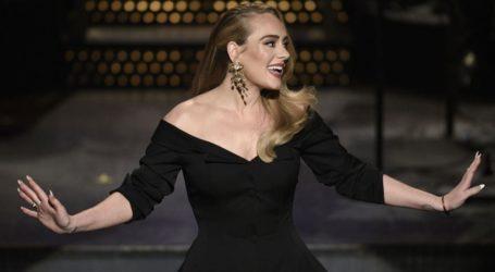 Η Adele αναδείχθηκε ως η κορυφαία καλλιτέχνης του αιώνα