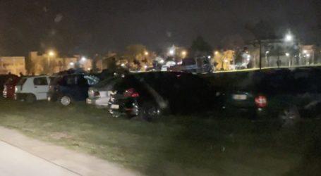 Δείτε βίντεο: διανυκτέρευση στο αυτοκίνητο για πλήθος Λαρισαίων – Γέμισαν τα πάρκα με οχήματα
