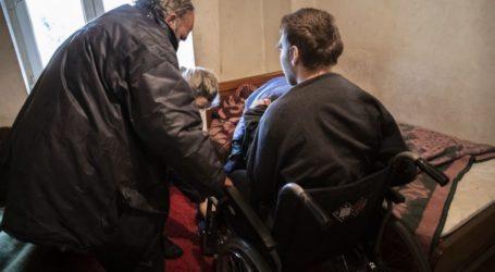 Οι Γιατροί του Κόσμου εκπέμπουν SOS για βοήθεια σε 24χρονο στην σεισμόπληκτη Ελασσόνα – «Ο Γιάννης ζει κλεισμένος σε ένα δωμάτιο» (φωτο)