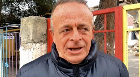 Συγκινητικό βίντεο: Ο δάσκαλος, το τελευταίο κουδούνι και το σχολείο που γκρεμίστηκε για να ξαναγίνει καινούριο στο Δαμάσι