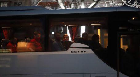 Ένταση στη Λάρισα κατά την άφιξη της αποστολής του Ολυμπιακού – Τους περίμεναν οπαδοί της ΑΕΛ
