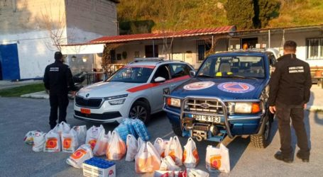Τρόφιμα στη Λέσχη Ειδικών Δυνάμεων προσέφεραν οι δημοτικοί αστυνομικοί του Βόλου