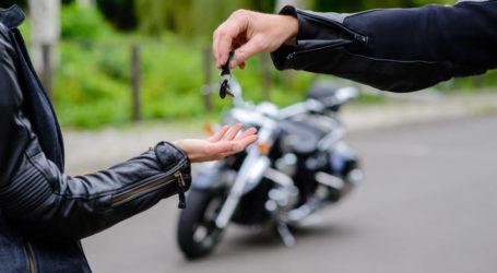 Επίσημο: Με δίπλωμα αυτοκινήτου θα οδηγούμε μοτοσικλέτα