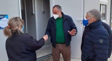 Παραδόθηκαν οι πρώτοι 15 οικίσκοι στους σεισμόπληκτους του δήμου Τυρνάβου