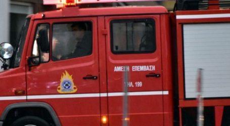 Φωτιά ξέσπασε σε κάβα στο κέντρο του Βόλου