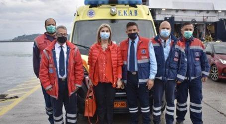 Στη Σκιάθο η Ζέττα Μακρή – Παραδόθηκε νέο ασθενοφόρο στο νησί