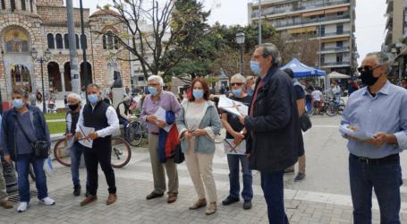 Στελέχη και βουλευτές του ΣΥΡΙΖΑ μοίρασαν έντυπο υλικό στο κέντρο του Βόλου