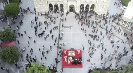 Με συγκίνηση και δέος οι Βολιώτες προσκυνούν τον επιτάφιο [εικόνες και βίντεο]