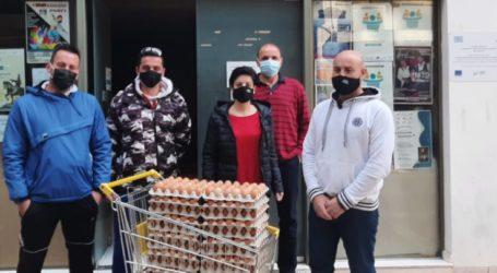 Ποσότητες αυγών προσέφεραν παραγωγοί στο Κοινωνικό Παντοπωλείο του δ. Λαρισαίων