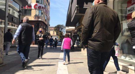 Ξέχασαν το lockdown οι Βολιώτες – Γέμισε η αγορά με κόσμο [εικόνες]