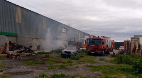 Φωτιά σε καρότσα φορτηγού σε μεταφορική εταιρεία του Βόλου