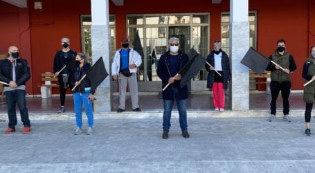 Διαμαρτυρία γυμναστών στον Βόλο – Συνάντηση με Κολυνδρίνη [εικόνες και βίντεο]