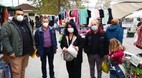 Η Βαγενά με κλιμάκιο του ΣΥΡΙΖΑ στη λαϊκή αγορά της Αγιάς ενάντια στο νομοσχέδιο για τις λαϊκές αγορές
