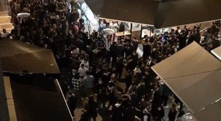 Ποιο lockdown; Έστησαν υπαίθριο πάρτυ στο κέντρο του Βόλου – Δείτε εικόνες
