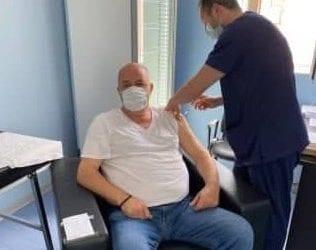 Εμβολιάστηκε ο δήμαρχος Βόλου Αχιλλέας Μπέος
