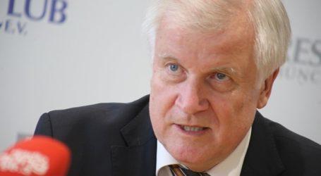 Ο υπ. Εσωτερικών της Γερμανίας αρνήθηκε να εμβολιαστεί με AstraZeneca