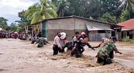 Τουλάχιστον 70 νεκροί και δεκάδες αγνοούμενοι από τις πλημμύρες στην Ινδονησία