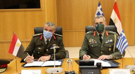 Υπεγράφη το πρόγραμμα διμερούς στρατιωτικής συνεργασίας Ελλάδας-Αιγύπτου για το 2021
