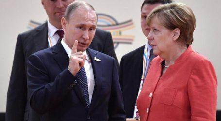 Η Μέρκελ ζήτησε από τον Πούτιν να αποσύρει ρωσικά στρατεύματα από τα σύνορα με την Ουκρανία