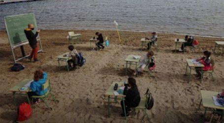 Ισπανοί μαθητές μετέφεραν τις τάξεις τους στην… παραλία