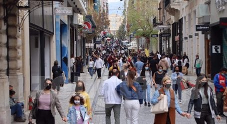 Για ψώνια και βόλτα στην Ερμού οι Αθηναίοι