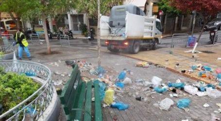 Μάζεψαν 50 σακούλες σκουπίδια μετά το πάρτι στην πλατεία Αγίου Γεωργίου