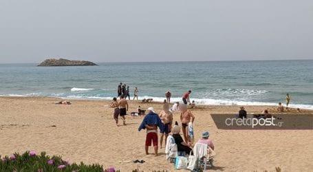 Ξεχύθηκαν στις παραλίες οι Ηρακλειώτες