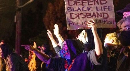 Προετοιμάζονται για διαδηλώσεις και ταραχές ενόψει της απόφασης των ενόρκων για τη δολοφονία Φλόιντ
