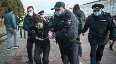 Περισσότεροι από 1.000 συλληφθέντες στις διαδηλώσεις υπέρ του Ναβάλνι