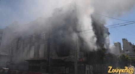 Κατεδαφίζεται το κτήριο που κάηκε στην Ομηρίδου Σκυλίτση