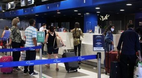 Αναστολή των επιβατικών πτήσεων από την Ινδία και το Πακιστάν για 30 ημέρες