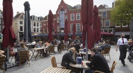 Άνοιξαν καφέ και εστιατόρια στην Ολλανδία