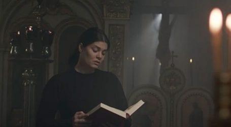 Ο Θρήνος της Παναγίας, στη δημοτική, από τη Μαρία Κορινθίου για την «ΑΠΟΣΤΟΛΗ»