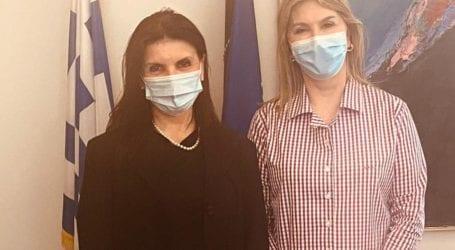 Η Ζέττα Μακρή με την Πρόεδρο της Ελληνικής Εταιρείας Εφηβικής Ιατρικής